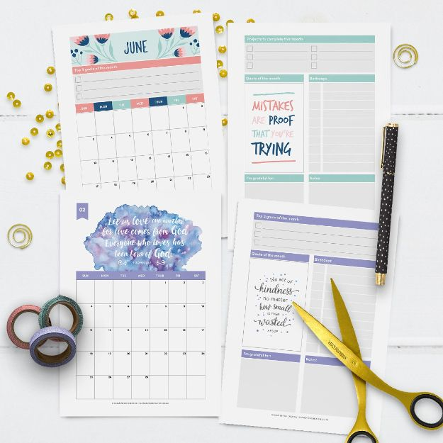DIY Calendars - Printable 2018 Calendar - Homemade Calender Ideas That Make Great Cheap Gifts for Christmas - Desk, Wall and Glass Dry Erase Organizing Calendar Projects With Step by Step Tutorials - Paint, Stamp, Magnetic, Family Planner and Organizer #diycalendar #diyideas #crafts #calendars #organizing #diygifts #calendars #diyideas