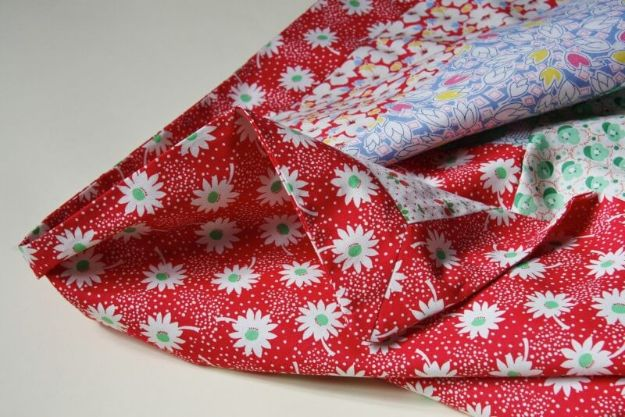 DIY Sewing Projects for the Home - Quick and Easy Tablecloth - Easy DIY Christmas Gifts and Ideas for Making Kitchen, Bedroom and Bathroom Decor - Free Step by Step Tutorial to Sew