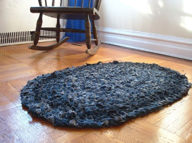 Blue Jean Upcycles - Recycled Blue Jean Rug - Ways to Make Old Denim Jeans Into DIY Home Decor, Handmade Gifts and Creative Fashion - Transform Old Blue Jeans into Pillows, Rugs, Kitchen and Living Room Decor, Easy Sewing Projects for Beginners #sewing #diy #crafts #upcycle