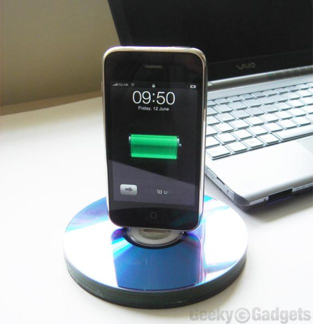 DIY Ideas With Old CD - Recycled CD iPhone Dock - Recycle Jewelry, Room Decoration Mosaic, Coasters, Garden Art and DIY Home Decor Using Broken DVD - Photo Album, Wall Art and Mirror - Cute and Easy DIY Gifts for Birthday and Christmas Holidays http://diyjoy.com/diy-ideas-old-cd-compact-disc