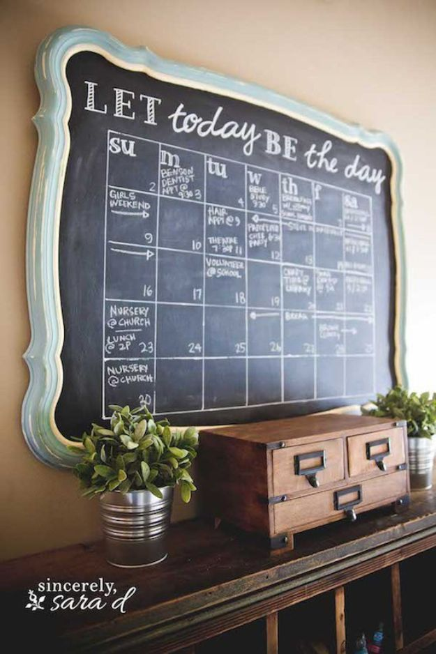 DIY Calendars - Rustic Chalkboard Wall Calendar - Homemade Calender Ideas That Make Great Cheap Gifts for Christmas - Desk, Wall and Glass Dry Erase Organizing Calendar Projects With Step by Step Tutorials - Paint, Stamp, Magnetic, Family Planner and Organizer #diycalendar #diyideas #crafts #calendars #organizing #diygifts #calendars #diyideas
