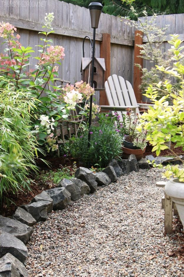 DIY Walkways - Simple Garden Walkway - Do It Yourself Walkway Ideas for Paths to The Front Door and Backyard - Cheap and Easy Pavers and Concrete Path and Stepping Stones - Wood and Edging, Lights, Backyard and Patio Walks With Gravel, Sand, Dirt and Brick http://diyjoy.com/diy-walkways