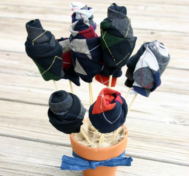 DIY Gifts for Him - Sock Bouquet - Homemade Gift Ideas for Guys - DYI Christmas Gift for Dad, Boyfriend, Husband Brother - Easy and Cheap Handmade Presents Birthday #diy #gifts #diygifts #mensgifts
