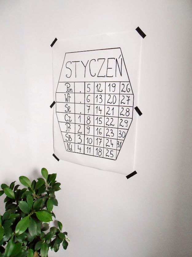 DIY Calendars - Super Simple DIY Calendar - Homemade Calender Ideas That Make Great Cheap Gifts for Christmas - Desk, Wall and Glass Dry Erase Organizing Calendar Projects With Step by Step Tutorials - Paint, Stamp, Magnetic, Family Planner and Organizer #diycalendar #diyideas #crafts #calendars #organizing #diygifts #calendars #diyideas