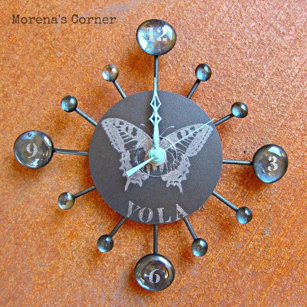 DIY Ideas With Old CD - Turn A CD Into A Clock - Do It Yourself Crafts and Projects Using Old Compact Discs - Recycle Jewelry, Room Decoration Mosaic, Coasters, Garden Art and DIY Home Decor Using Broken DVD - Photo Album, Wall Art and Mirror - Cute and Easy DIY Gifts for Birthday and Christmas Holidays http://diyjoy.com/diy-ideas-old-cd-compact-disc