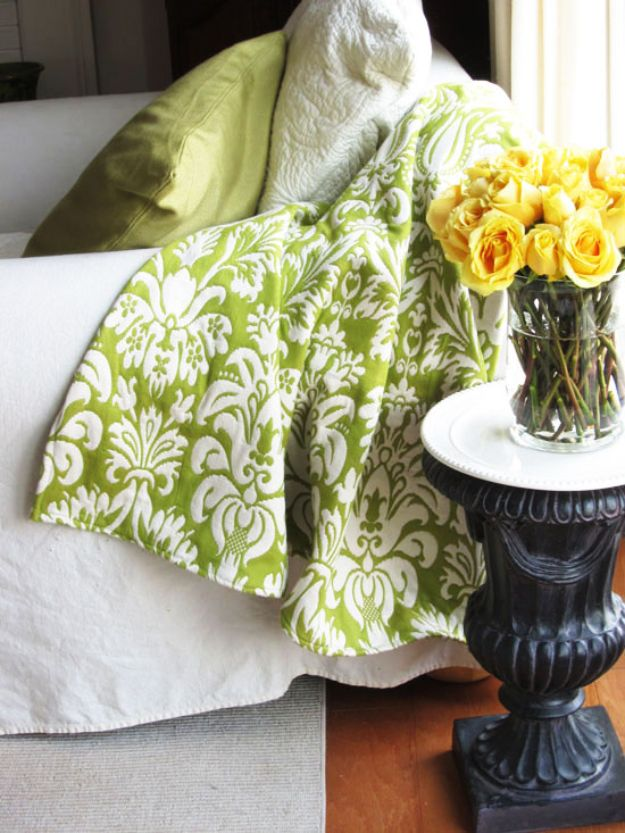 DIY Throw Blankets - Upholstery Fabric Throw Blanket - How to Make Easy Throws and Blanket - Fleece Fabrics, No Sew Tutorial, Crochet, Boho, Fur, Cotton, Flannel Ideas #diyideas #diydecor #diy