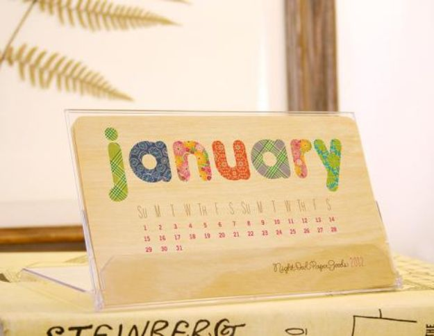 DIY Calendars - Wood Desk Calendar - Homemade Calender Ideas That Make Great Cheap Gifts for Christmas - Desk, Wall and Glass Dry Erase Organizing Calendar Projects With Step by Step Tutorials - Paint, Stamp, Magnetic, Family Planner and Organizer #diycalendar #diyideas #crafts #calendars #organizing #diygifts #calendars #diyideas