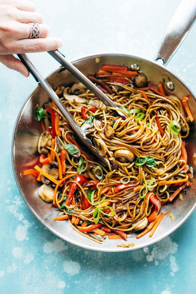 Easy Dinner Recipes - 15 Minute Lo Mein - Quick and Simple Dinner Recipe Ideas for Weeknight and Last Minute Supper - Chicken, Ground Beef, Fish, Pasta, Healthy Salads, Low Fat and Vegetarian Dishes - Easy Meals for the Family, for Two, for One and Cook Ahead Crockpoit Dinners - Cheap Casseroles and Budget Friendly Foods to Make at Home http://diyjoy.com/easy-dinner-recipes
