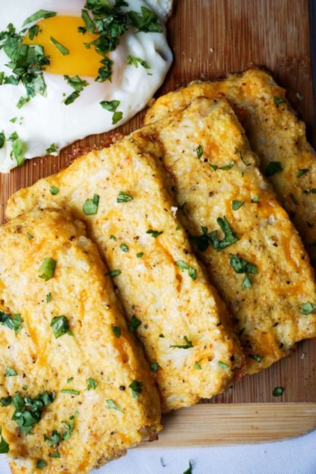 Keto Breakfast Recipes - 3 Ingredient Cauliflower Hash Browns - Low Carb Breakfasts and Morning Meals for the Ketogenic Diet - Low Carbohydrate Foods on the Go - Easy Crockpot Recipes and Casserole - Muffins and Pancakes, Shake and Smoothie, Ideas With No Eggs http://diyjoy.com/keto-breakfast-recipes