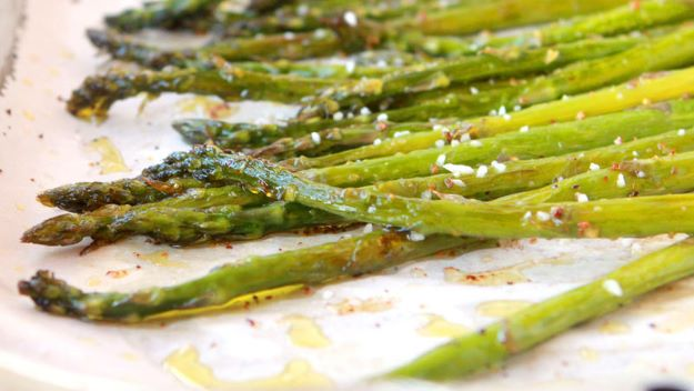 Asparagus Recipes - 3-Step Lemon-Pepper Asparagus - DIY Asparagus Recipe Ideas for Homemade Soups, Sides and Salads - Easy Tutorials for Roasted, Sauteed, Steamed, Baked, Grilled and Pureed Asparagus - Party Foods, Quick Dinners, Dishes With Cheese, Vegetarian and Vegan Options - Healthy Recipes With Step by Step Instructions http://diyjoy.com/asparagus-recipes