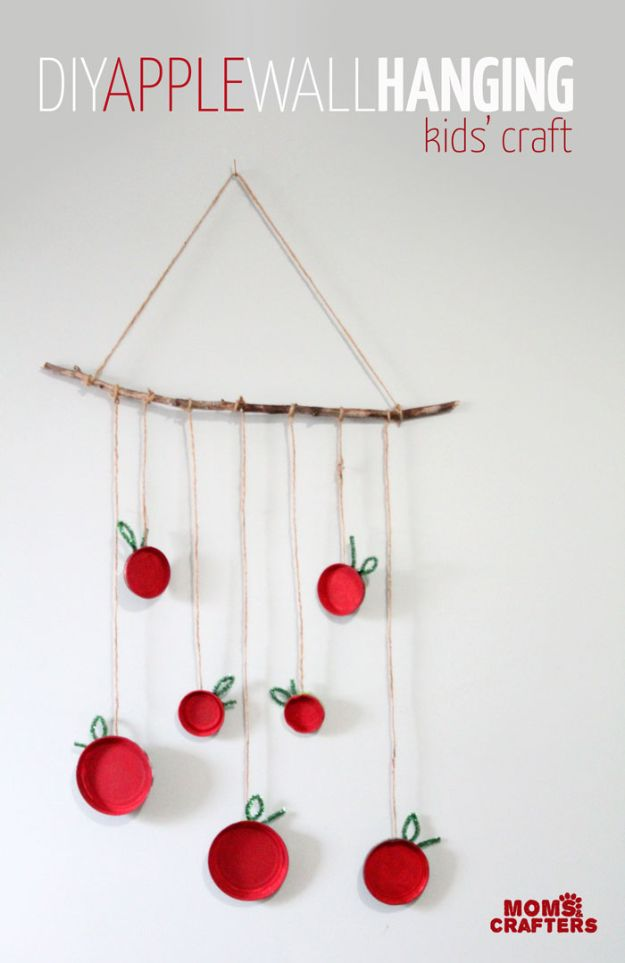 Fun Fall Crafts for Kids - Apple Wall Hanging - Cool Crafts Ideas for Kids to Make With Paper, Glue, Leaves, Corn Husk, Pumpkin and Glitter - Halloween and Thanksgiving - Children Love Making Art, Paintings, Cards and Fall Decor - Placemats, Place Cards, Wall Art , Party Food and Decorations for Toddlers, Boys and Girls http://diyjoy.com/fun-fall-crafts-kids
