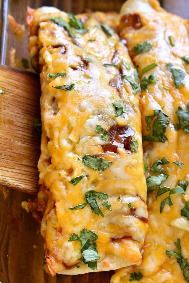 Enchiladas - BBQ Chicken Enchiladas - Best Easy Enchilada Recipes and Enchilada Casserole With Chicken, Beef, Cheese, Shrimp, Turkey and Vegetarian - Healthy Salsa for Green Verdes, Sour Cream Enchiladas Mexicanas, White Sauce, Crockpot Ideas - Dinner, Lunch and Party Food Ideas to Feed A Group or Crowd http://diyjoy.com/enchilada-recipes