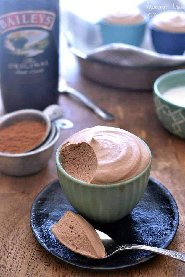 Chocolate Desserts and Recipe Ideas - Baileys Chocolate Mousse - Easy Chocolate Recipes With Mint, Peanut Butter and Caramel - Quick No Bake Dessert Idea, Healthy Desserts, Cake, Brownies, Pie and Mousse - Best Fancy Chocolates to Serve for Two