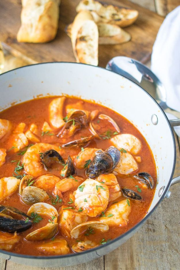 Best Italian Recipes - Brodetto Di Pesce - Authentic and Traditional italian dishes For Dinner, Appetizers, and Easy Lunch - Pasta with Chicken, Lasagna, Noodles With Cheese, Healthy Recipe Ideas - Party Trays and Food For A Crowd - Fettucini, Spaghetti, Alfredo Sauce, Meatballs, Grilled Steak and Fish, Soup, Seafood, Vegetarian and Crockpot Versions #italian #italianfood #recipes #italianrecipes http://diyjoy.com/best-italian-recipes
