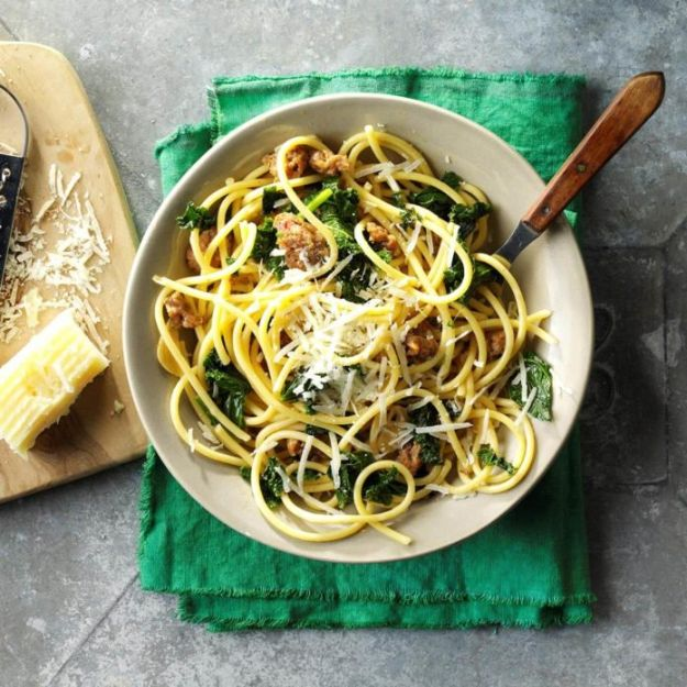 Easy Dinner Recipes - Bucatini with Sausage & Kale - Quick and Simple Dinner Recipe Ideas for Weeknight and Last Minute Supper - Chicken, Ground Beef, Fish, Pasta, Healthy Salads, Low Fat and Vegetarian Dishes - Easy Meals for the Family, for Two, for One and Cook Ahead Crockpoit Dinners - Cheap Casseroles and Budget Friendly Foods to Make at Home http://diyjoy.com/easy-dinner-recipes