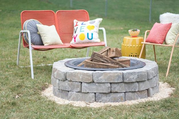 DIY Ideas With Bricks - Build a Fire Pit - Home Decor and Creative Do It Yourself Projects to Make With Bricks - Ideas for Patio, Walkway, Fireplace, Firepit, Mantle, Grill and Art - Inexpensive Decoration Tutorials With Step By Step Instruction for Brick DIY #diy #homeimprovement