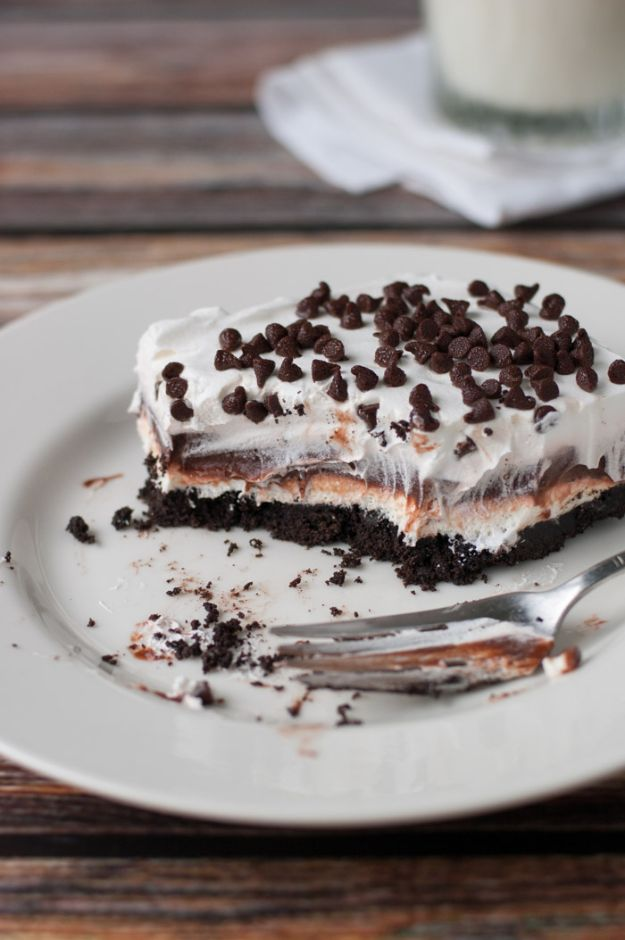 Chocolate Desserts and Recipe Ideas - Chocolate Lasagna - Easy Chocolate Recipes With Mint, Peanut Butter and Caramel - Quick No Bake Dessert Idea, Healthy Desserts, Cake, Brownies, Pie and Mousse - Best Fancy Chocolates to Serve for Two, A Crowd, and Simple Snacks http://diyjoy.com/chocolate-dessert-recipes