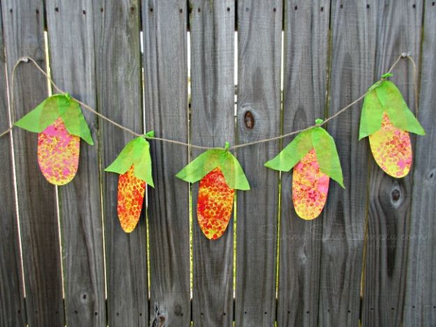 Fun Fall Crafts for Kids - Corn Banner Kids Craft - Cool Crafts Ideas for Kids to Make With Paper, Glue, Leaves, Corn Husk, Pumpkin and Glitter - Halloween and Thanksgiving - Children Love Making Art, Paintings, Cards and Fall Decor - Placemats, Place Cards, Wall Art , Party Food and Decorations for Toddlers, Boys and Girls http://diyjoy.com/fun-fall-crafts-kids
