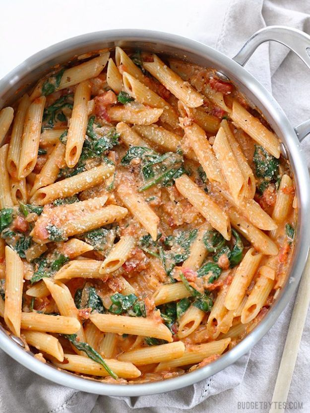 Best Pasta Recipes - Creamy Tomato and Spinach Pasta - Easy Pasta Recipe Ideas for Dinner, Lunch and Party Foods - Healthy and Easy Pastas With Shrimp, Beef, Chicken, Sausage, Tomato and Vegetarian - Creamy Alfredo, Marinara Red Sauce - Homemade Sauces and One Pot Meals for Quick Prep - Penne, Fettucini, Spaghetti, Ziti and Angel Hair http://diyjoy.com/pasta-recipes