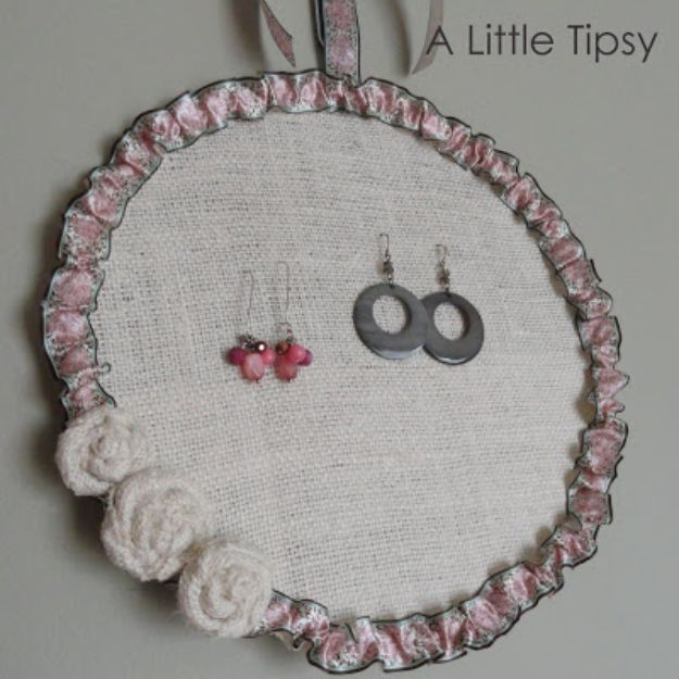 Cheap DIY Gift Ideas - DIY Earring Holder - List of Handmade Gifts on A Budget and Inexpensive Christmas Presents - Do It Yourself Gift Idea for Family and Friends, Mom and Dad, For Guys and Women, Boyfriend, Girlfriend, BFF, Kids and Teens - Dollar Store and Dollar Tree Crafts, Home Decor, Room Accessories and Fun Things to Make At Home http://diyjoy.com/cheap-diy-gift-ideas