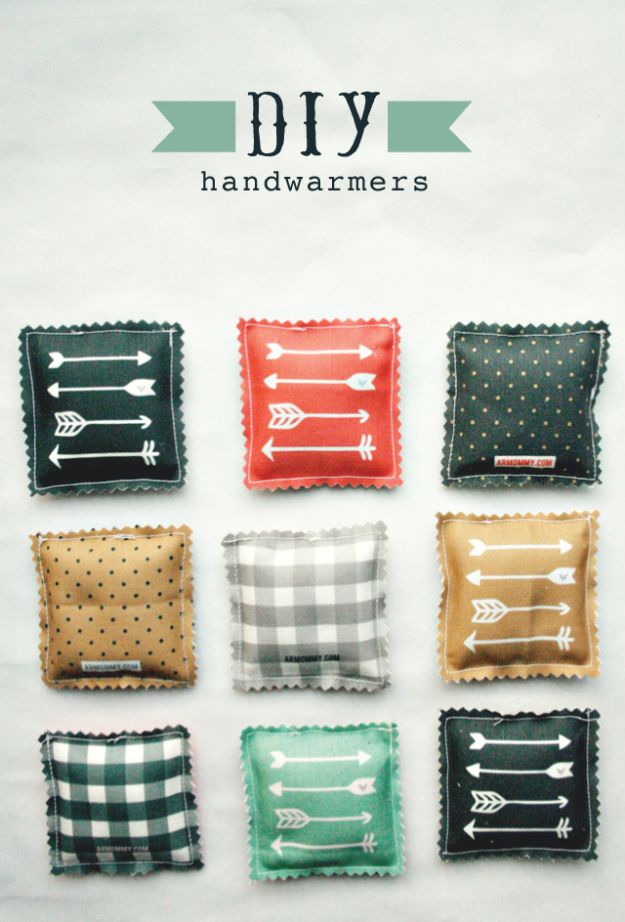Cheap DIY Gift Ideas - DIY Handwarmers - List of Handmade Gifts on A Budget and Inexpensive Christmas Presents - Do It Yourself Gift Idea for Family and Friends, Mom and Dad, For Guys and Women, Boyfriend, Girlfriend, BFF, Kids and Teens - Dollar Store and Dollar Tree Crafts, Home Decor, Room Accessories and Fun Things to Make At Home #diygifts #christmas #giftideas #diy