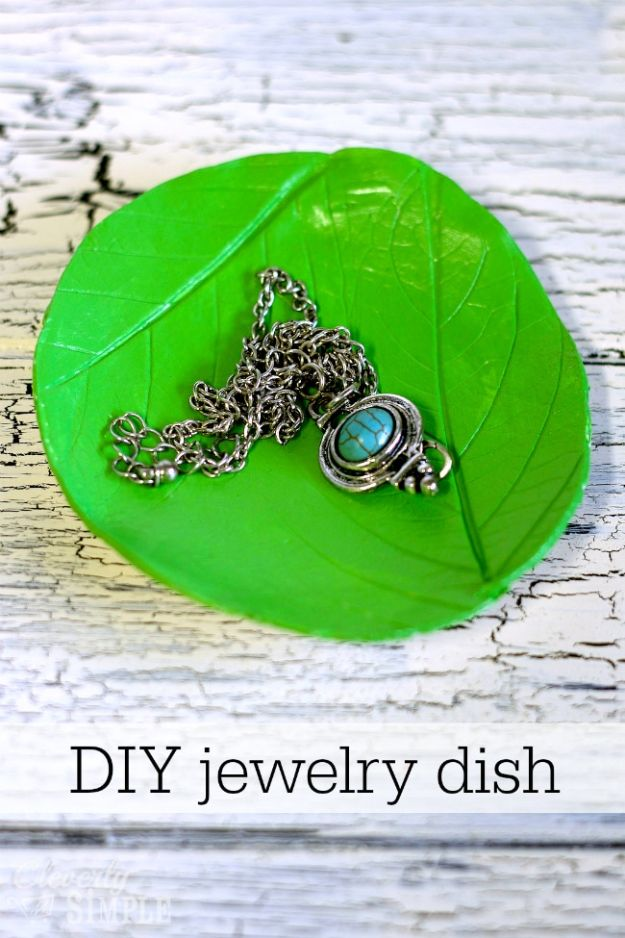 Cheap DIY Gift Ideas - DIY Jewelry Dish Organizer - List of Handmade Gifts on A Budget and Inexpensive Christmas Presents - Do It Yourself Gift Idea for Family and Friends, Mom and Dad, For Guys and Women, Boyfriend, Girlfriend, BFF, Kids and Teens - Dollar Store and Dollar Tree Crafts, Home Decor, Room Accessories and Fun Things to Make At Home #diygifts #christmas #giftideas #diy