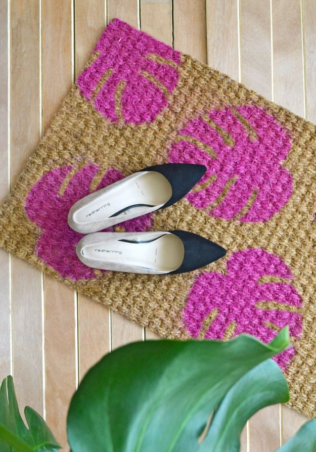 DIY Home Decor On A Budget - DIY Leaf Doormat - Cheap Home Decorations to Make From The Dollar Store and Dollar Tree - Inexpensive Budget Friendly Wall Art, Furniture, Table Accents, Rugs, Pillows, Bedding and Chairs - Candles, Crafts To Make for Your Bedroom, Pretty Signs and Art, Linens, Storage and Organizing Ideas for Apartments #diydecor #decoratingideas #cheaphomedecor