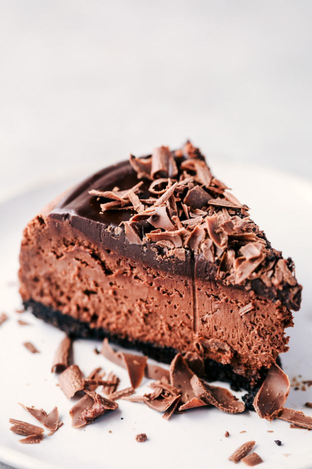 Chocolate Desserts and Recipe Ideas - Death By Chocolate Cheesecake - Easy Chocolate Recipes With Mint, Peanut Butter and Caramel - Quick No Bake Dessert Idea, Healthy Desserts, Cake, Brownies, Pie and Mousse - Best Fancy Chocolates to Serve for Two