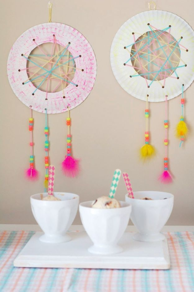 Fun Fall Crafts for Kids - Dream Catcher Craft For Kids - Cool Crafts Ideas for Kids to Make With Paper, Glue, Leaves, Corn Husk, Pumpkin and Glitter - Halloween and Thanksgiving - Children Love Making Art, Paintings, Cards and Fall Decor - Placemats, Place Cards, Wall Art , Party Food and Decorations for Toddlers, Boys and Girls #fallcrafts #kidscrafts #kids