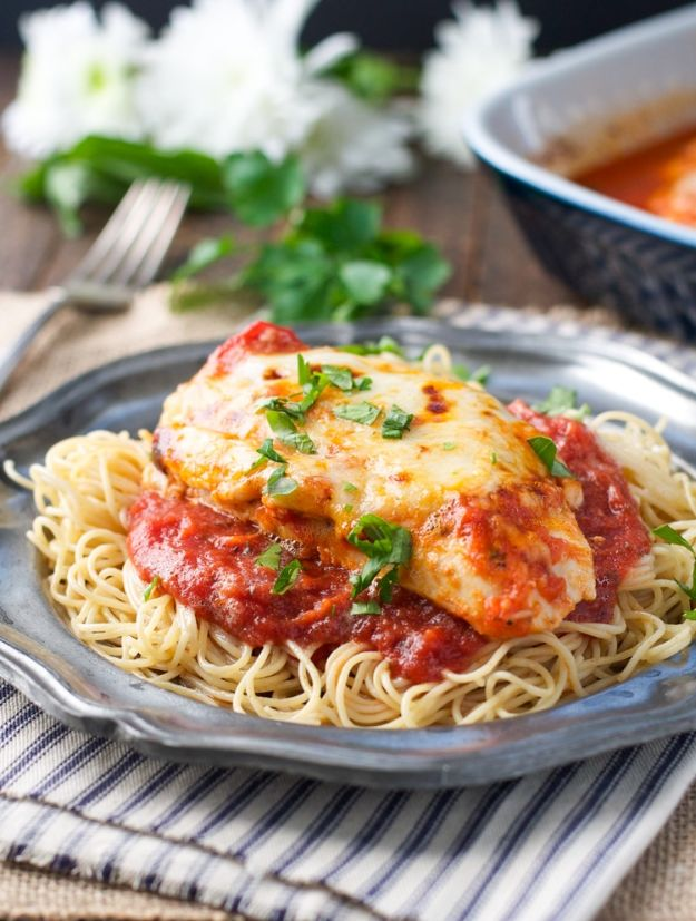 Easy Dinner Recipes - Dump-and-Bake Healthy Chicken Parmesan - Quick and Simple Dinner Recipe Ideas for Weeknight and Last Minute Supper - Chicken, Ground Beef, Fish, Pasta, Healthy Salads, Low Fat and Vegetarian Dishes - Easy Meals for the Family, for Two, for One and Cook Ahead Crockpoit Dinners - Cheap Casseroles and Budget Friendly Foods to Make at Home http://diyjoy.com/easy-dinner-recipes