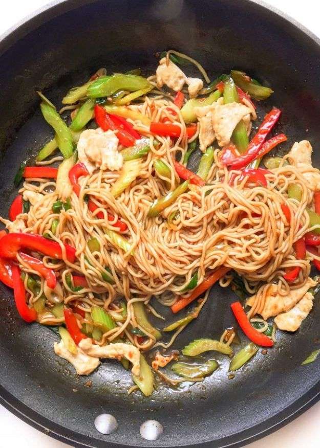 Easy Healthy Chicken Recipes -Easy Healthy Chicken Lo Mein - Lunch and Dinner Ideas, Party Foods and Casseroles, Idea for the Grill and Salads- Chicken Breast, Baked, Roastedf and Grilled Chicken - Add Shrimp, Penne Pasta, Beef, Sausage - Glazed, Barbecue and Instant Pot, Crockpot Chicken Dishes and Recipe Ideas http://diyjoy.com/easy-healthy-chicken-recipes