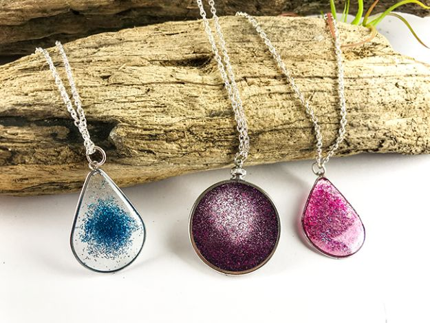 DIY Resin Casting Crafts - Floating Glitter Necklace Using Resin - Homemade Resin and Epoxy Craft Projects and Ideas - How to Make Resin Jewelry - Use Silicon Molds to Make Paper Weights, Creative Christmas Ornaments and Crafts to Make and Sell - Flowers, Pictures, Clocks, Tabletop, Inspiration for Handmade Jewelry and Items to Sell on Etsy #crafts