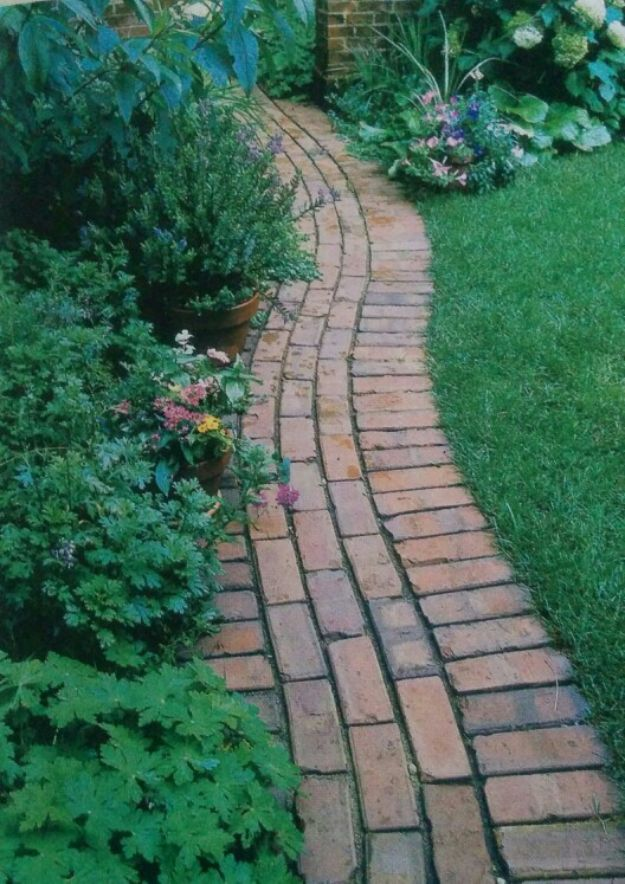 DIY Ideas With Bricks - Garden Trim - Home Decor and Creative Do It Yourself Projects to Make With Bricks - Ideas for Patio, Walkway, Fireplace, Firepit, Mantle, Grill and Art - Inexpensive Decoration Tutorials With Step By Step Instruction for Brick DIY #diy #homeimprovement