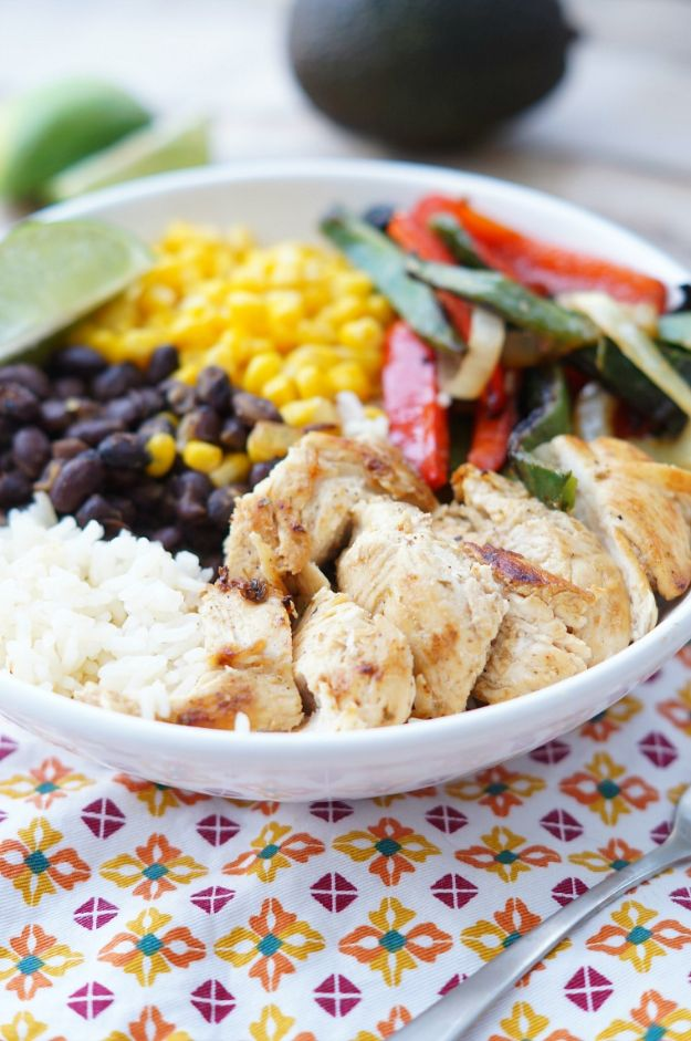 Easy Healthy Chicken Recipes - Healthy Chicken Fajita Rice Bowls - Lunch and Dinner Ideas, Party Foods and Casseroles, Idea for the Grill and Salads- Chicken Breast, Baked, Roastedf and Grilled Chicken - Add Shrimp, Penne Pasta, Beef, Sausage - Glazed, Barbecue and Instant Pot, Crockpot Chicken Dishes and Recipe Ideas http://diyjoy.com/easy-healthy-chicken-recipes