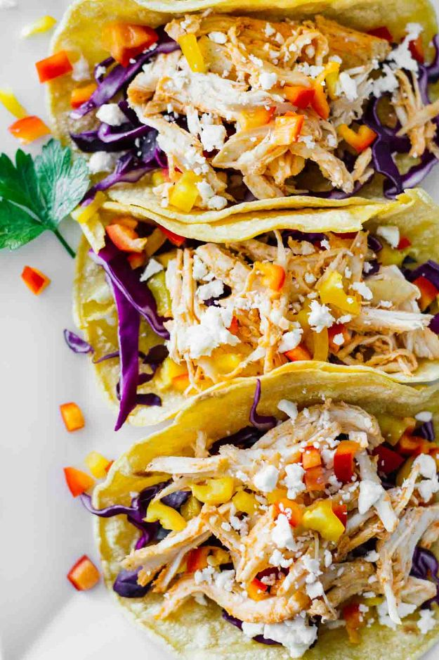 Easy Healthy Chicken Recipes - Healthy Sriracha Shredded Chicken Tacos - Lunch and Dinner Ideas, Party Foods and Casseroles, Idea for the Grill and Salads- Chicken Breast, Baked, Roastedf and Grilled Chicken #recipes #healthy #chicken