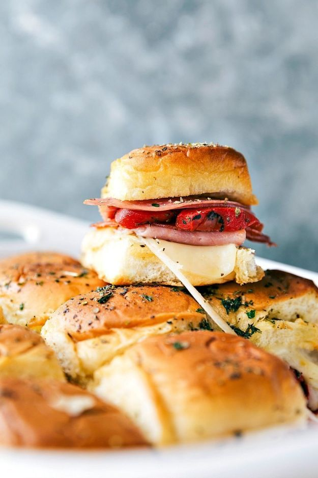 Best Italian Recipes - Hot Italian Sliders - Authentic and Traditional italian dishes For Dinner, Appetizers, and Easy Lunch - Pasta with Chicken, Lasagna, Noodles With Cheese, Healthy Recipe Ideas - Party Trays and Food For A Crowd - Fettucini, Spaghetti, Alfredo Sauce, Meatballs, Grilled Steak and Fish, Soup, Seafood, Vegetarian and Crockpot Versions #italian