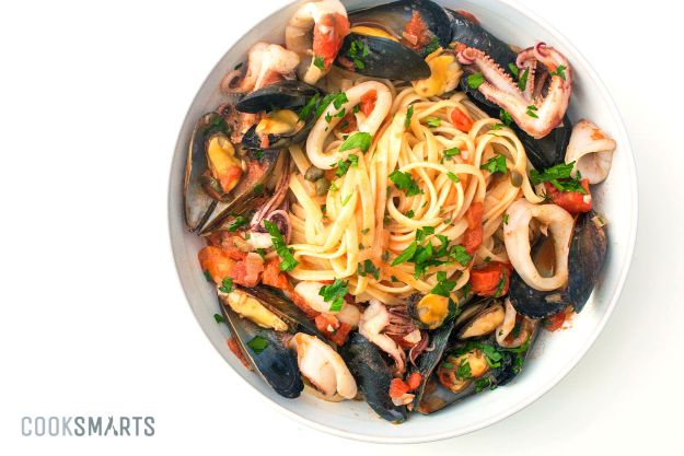 Best Pasta Recipes -Italian Seafood Pasta with Mussels & Calamari - Easy Pasta Recipe Ideas for Dinner, Lunch and Party Foods - Healthy and Easy Pastas With Shrimp, Beef, Chicken, Sausage, Tomato and Vegetarian - Creamy Alfredo, Marinara Red Sauce - Homemade Sauces and One Pot Meals for Quick Prep - Penne, Fettucini, Spaghetti, Ziti and Angel Hair http://diyjoy.com/pasta-recipes