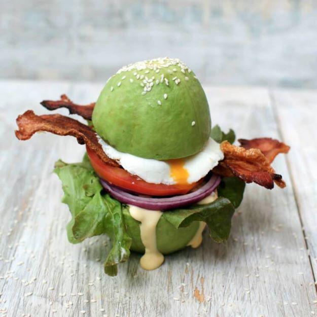 Keto Snacks - Keto Breakfast Burger with Avocado Buns – Keto Friendly - Keto Snack Recipes and Easy Low Carb Foods for the Ketogenic Diet On the Go #keto #ketodiet #ketorecipes