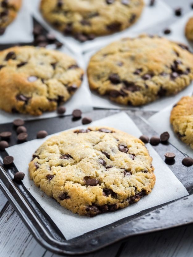 Keto Dessert Recipes - Keto Chocolate Chip Cookies - Easy Ketogenic Diet Dessert Recipes and Recipe Ideas - Shakes, Cakes In A Mug, Low Carb Brownies, Gluten Free Cookies #keto #ketorecipes #desserts