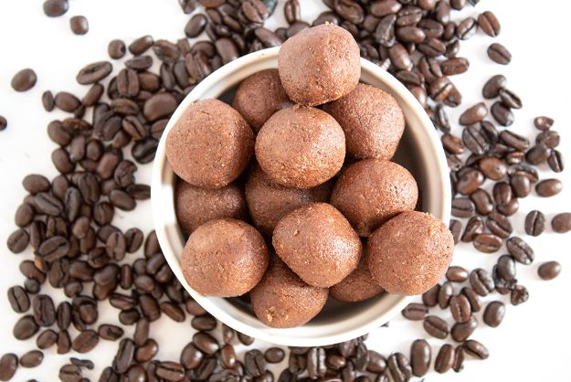 Keto Fat Bombs and Best Ketogenic Recipe Ideas to Make At Home - Keto Chocolate Coffee Fat Bombs - Easy Recipes With Peanut Butter, Cream Cheese, Chocolate, Coconut Oil, Coffee low carb fat bombs #keto #ketorecipes