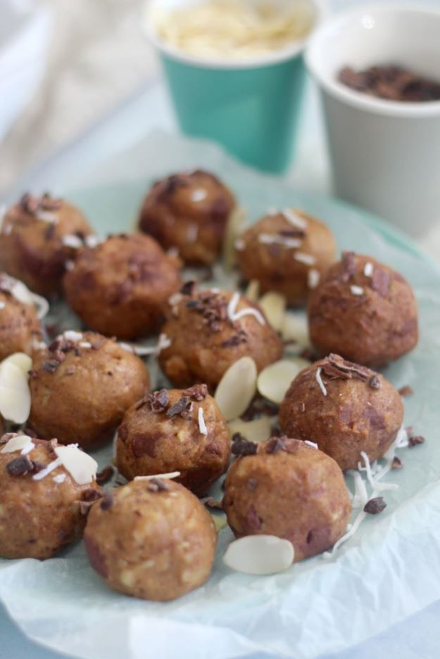 Keto Snacks - Keto Cookie Dough Bites – Keto Friendly - Keto Snack Recipes and Easy Low Carb Foods for the Ketogenic Diet On the Go - Quick Things to Eat for Snacking on Keto - Crunchy Chips, Late Night, Simple Ideas for Work, Sweet Treats and Store Bought Things to Buy for Travel http://diyjoy.com/keto-snacks