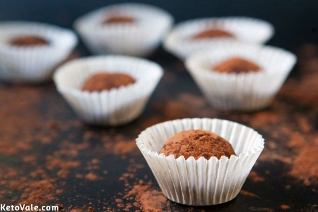 Keto Fat Bombs and Best Ketogenic Recipe Ideas to Make At Home - Keto Cream Cheese Chocolate Truffles - Easy Recipes With Peanut Butter, Cream Cheese, Chocolate, Coconut Oil, Coffee low carb fat bombs #keto #ketorecipes