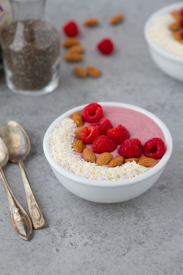 Keto Breakfast Recipes - Keto Raspberry Breakfast Pudding Bowl - Low Carb Breakfasts and Morning Meals for the Ketogenic Diet - Low Carbohydrate Foods on the Go - Easy Crockpot Recipes and Casserole - Muffins and Pancakes, Shake and Smoothie, Ideas With No Eggs #keto