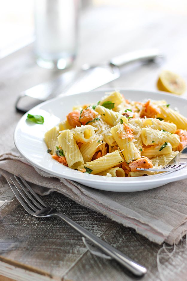 Best Pasta Recipes - Light Lemon Garlic Pasta with Salmon - Easy Pasta Recipe Ideas for Dinner, Lunch and Party Foods - Healthy and Easy Pastas With Shrimp, Beef, Chicken, Sausage, Tomato and Vegetarian - Creamy Alfredo, Marinara Red Sauce - Homemade Sauces and One Pot Meals for Quick Prep - Penne, Fettucini, Spaghetti, Ziti and Angel Hair http://diyjoy.com/pasta-recipes
