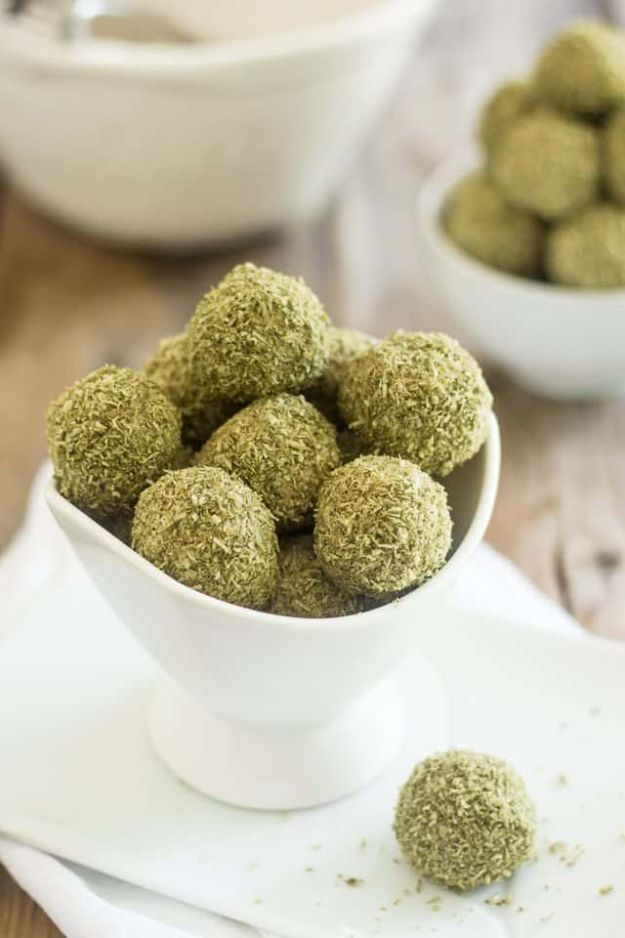 Keto Fat Bombs and Best Ketogenic Recipe Ideas to Make At Home - Matcha Coconut Fat Bombs - Easy Recipes With Peanut Butter, Cream Cheese, Chocolate, Coconut Oil, Coffee low carb fat bombs #keto #ketorecipes