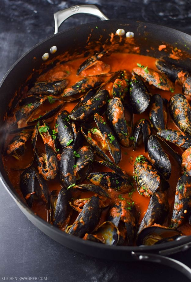 Best Italian Recipes - Mussels in Spicy Red Arrabbiata Sauce - Authentic and Traditional italian dishes For Dinner, Appetizers, and Easy Lunch - Pasta with Chicken, Lasagna, Noodles With Cheese, Healthy Recipe Ideas - Party Trays and Food For A Crowd - Fettucini, Spaghetti, Alfredo Sauce, Meatballs, Grilled Steak and Fish, Soup, Seafood, Vegetarian and Crockpot Versions #italian
