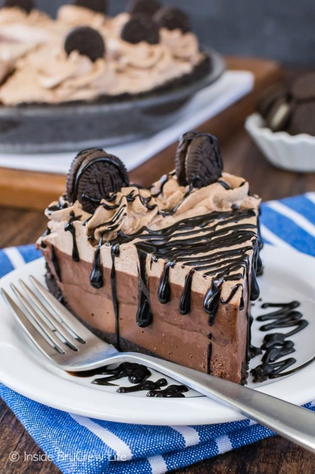Chocolate Desserts and Recipe Ideas - No Bake Chocolate Cream Pie - Easy Chocolate Recipes With Mint, Peanut Butter and Caramel - Quick No Bake Dessert Idea, Healthy Desserts, Cake, Brownies, Pie and Mousse - Best Fancy Chocolates to Serve for Two, A Crowd, and Simple Snacks http://diyjoy.com/chocolate-dessert-recipes