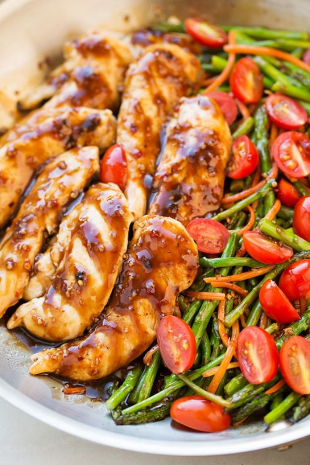 Easy Healthy Chicken Recipes - One Pan Balsamic Chicken and Veggies - Lunch and Dinner Ideas, Party Foods and Casseroles, Idea for the Grill and Salads- Chicken Breast, Baked, Roastedf and Grilled Chicken - Add Shrimp, Penne Pasta, Beef, Sausage - Glazed, Barbecue and Instant Pot, Crockpot Chicken Dishes and Recipe Ideas http://diyjoy.com/easy-healthy-chicken-recipes