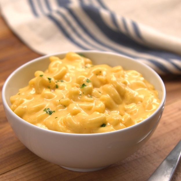 Easy Dinner Recipes - One-Pot Creamy Mac & Cheese - Quick and Simple Dinner Recipe Ideas for Weeknight and Last Minute Supper - Chicken, Ground Beef, Fish, Pasta, Healthy Salads, Low Fat and Vegetarian Dishes #easyrecipes #dinnerideas #recipes