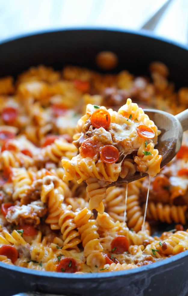 Best Pasta Recipes - One Pot Pizza Pasta Bake - Easy Pasta Recipe Ideas for Dinner, Lunch and Party Foods - Healthy and Easy Pastas With Shrimp, Beef, Chicken, Sausage, Tomato and Vegetarian - Creamy Alfredo, Marinara Red Sauce - Homemade Sauces and One Pot Meals for Quick Prep - Penne, Fettucini, Spaghetti, Ziti and Angel Hair http://diyjoy.com/pasta-recipes